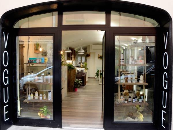 Installazione-vetrate-per-negozi-abbigliamento-reggio-emilia